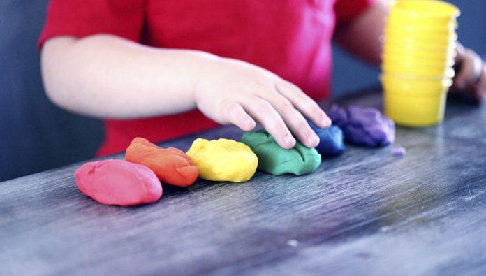 blog-brinquedos-didaticos-Como fazer massinha de modelar caseira