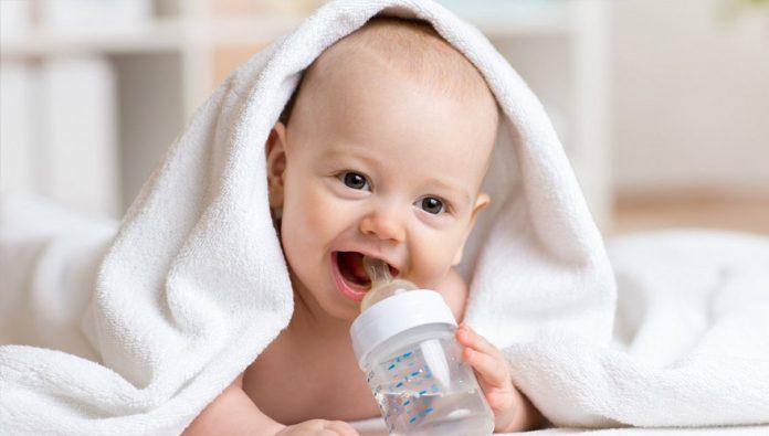 blog-brinquedos-didaticos-Quando os bebês podem começar a beber água